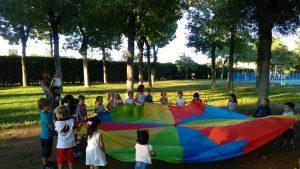 paracaídas de colores