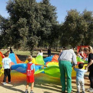 Paracaídas de colores infantil